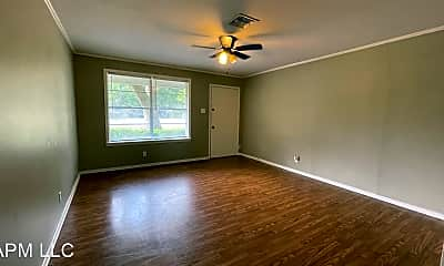 Living Room, 108 Dillingham Dr, 1