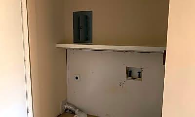 Bathroom, 1031 S Glenn St, 2