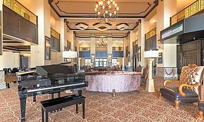 150 Club House Dr, 1
