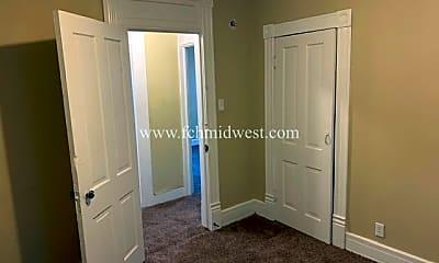 Bedroom, 634 W Creighton Ave, 2