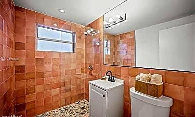 Bathroom, 911 Meridian Ave, 2