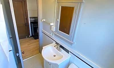Bathroom, 5001 S Broadway, 2