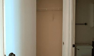 Bathroom, 4721 N Leavitt St, 2