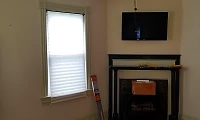 Living Room, 435 London St, 1