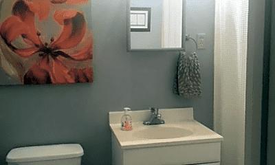 Bathroom, 1304 S Pearl St, 1