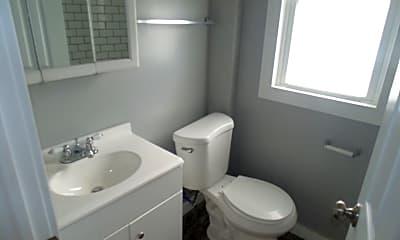 Bathroom, 835 S Plymouth Ave, 2