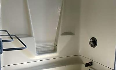 Bathroom, 318 S Green St 3, 2