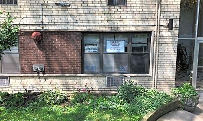 5750 N Kenmore Ave, 1