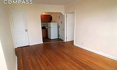 86 7th Ave 4-R, 1