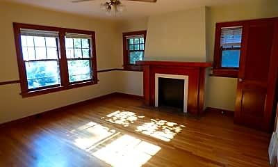 Living Room, 213 S Belmont St, 1