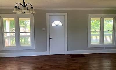 Living Room, 72218 Freeport Rd, 1