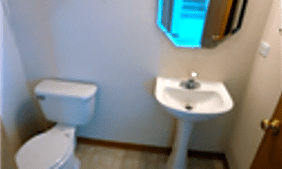 Bathroom, 1012 Mission Boulevard, 2