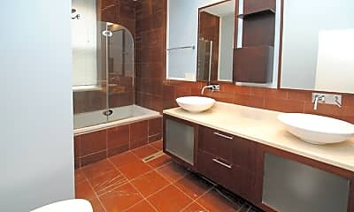 Bathroom, 711 N Hoyne Ave, 2