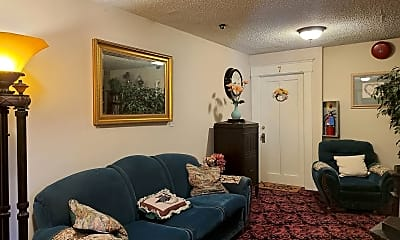 Bedroom, 930 S Lincoln St, 2