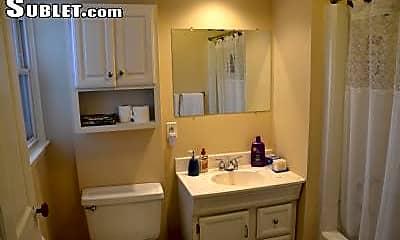 Bathroom, 809 1/2 S Front St, 2