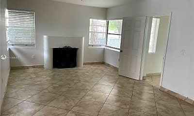 Living Room, 2000 Monroe St 14, 1