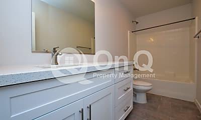 Bathroom, 3000 N 37th St, 2