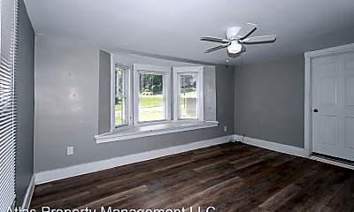 Living Room, 425 N Morse Ave, 1