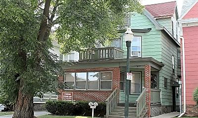 216 W Gilman St, 2