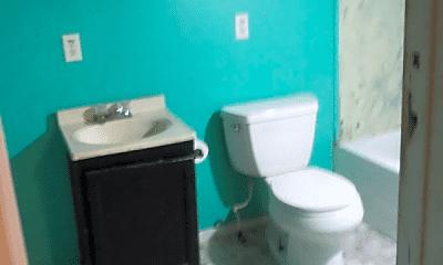 Bathroom, 1125 S 7th St, 1