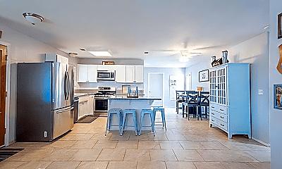 Kitchen, 813 W Mulberry Dr, 2