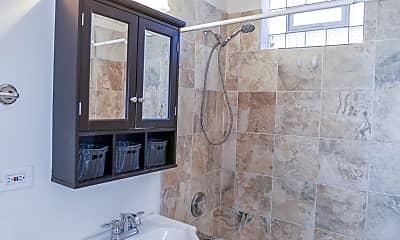 Bathroom, 4621 N Rockwell St, 2