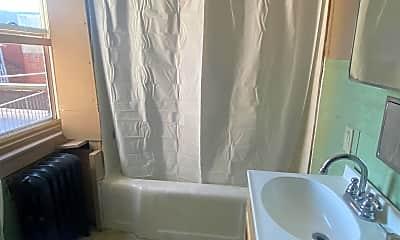 Bathroom, 904 Penn St, 2