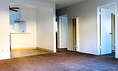 Building, 821 Glenway Dr, 1