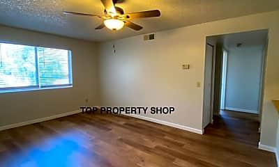 Living Room, 1014 E Spence Ave, 1