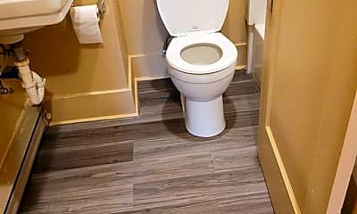 Bathroom, 415 Walnut Ave, 2