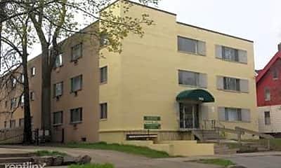 Building, 2835 W Kilbourn Ave, 0