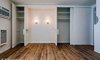 Bedroom, 509 S Manhattan Pl, 2