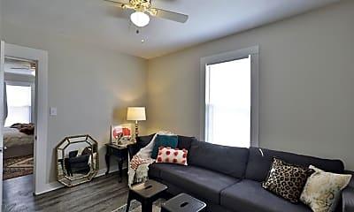 Living Room, 826 N 10th St, 2