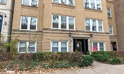 Building, 2250 N Burling St, 2