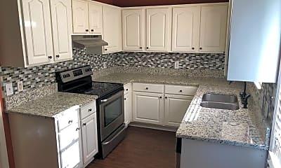Kitchen, 100 Pine Lake Pl, 1