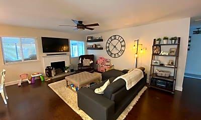 Living Room, 242 Jasmine St, 1