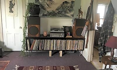 Living Room, 168 N Winooski Ave, 1