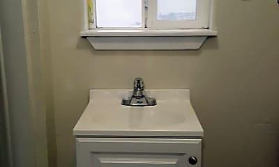 Bathroom, 913 N 4th Ave, 2