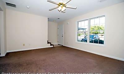 Living Room, 124 Mallory Ct, 1