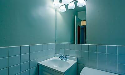 Bathroom, Bella Dora University of Akron Apartments, 2