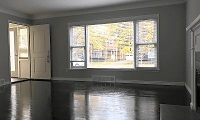Living Room, 1015 Henrietta St, 1