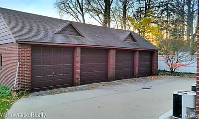 Building, 665 Bloomfield Ct 2, 1