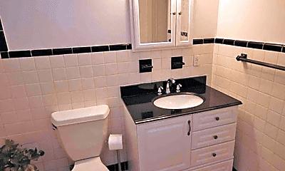 Bathroom, 589 N Broadway, 2