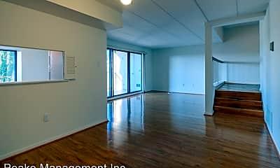 Building, 114 Roberts Ln, 1