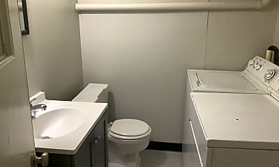 Bathroom, 829 2nd Ave W, 2