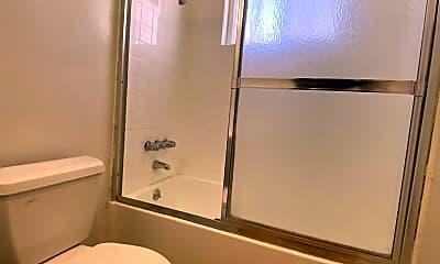 Bathroom, 304 N Lincoln Ave, 2