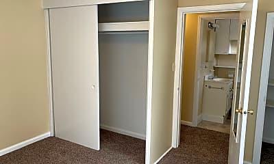 Bedroom, 944 N Whitewater Park Blvd, 2