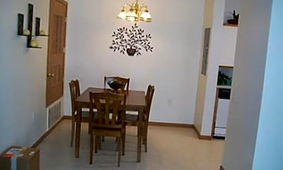 Pineview Apartments, 1