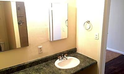 Bathroom, 600 W Mill St, 1