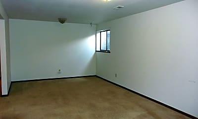 Living Room, 2512 Wyandotte Dr., 2